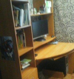 Компьютерный стол с полками и выдвижными ящиками