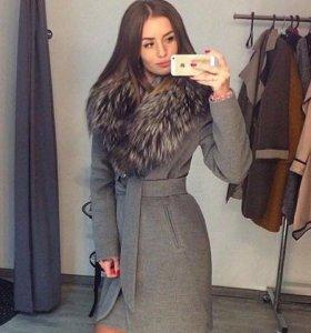 Новое зимнее пальто с меховым воротником