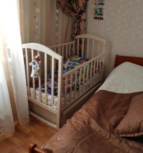 Детская кроватка с матрасом (новый) и комод