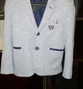 Стильный пиджак на мальчика 9-10 лет