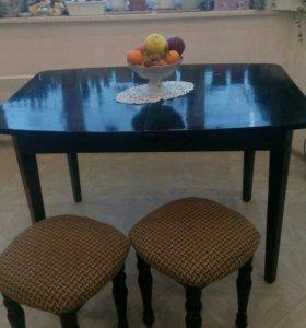 Стол деревянный СССР раздвижной + 2 стула