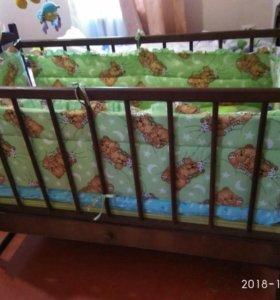 Кроватка-качалка с ящиком и мобилем в подарок
