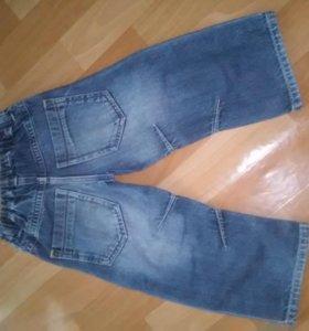 Продам  фирменные джинсы на мальчика