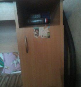 Письменный стол. Для детей школьного возраста.