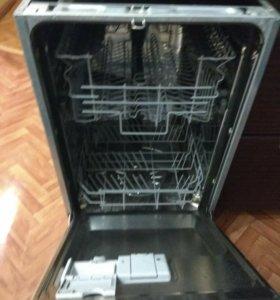 Встраемая посудамоечная машина