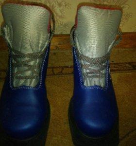Лыжные ботинкн