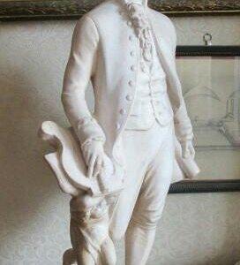 """Старая статуэтка """"Таракота"""". Моцарт 1862 год."""