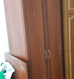 Шкаф и стол с полкой