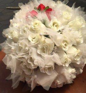 Свадебный шар из роз