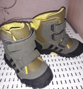 Ботиночки Adidas для ребёнка.
