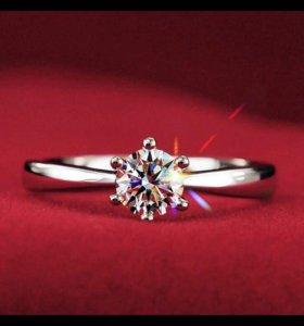 Серебряное кольцо с кристаллам