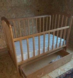 Кроватка детская, маятник, с ящиком и матрасом