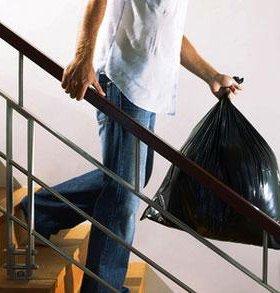 Заберём мусор от двери вашей квартиры