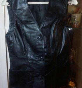 Кожаный жилет