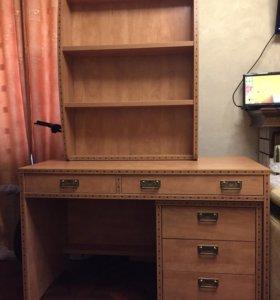 Письменный стол и полка