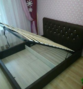 Новая двуспальная кровать