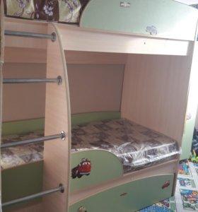 Кровать и шкаф+матрасы.