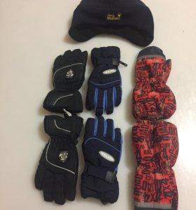 Детские перчатки и шапка