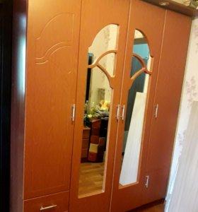 Продам 4-х створчатый шкаф МДФ