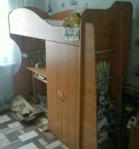 Кровать чердак со столом и шкафом, с матрасом