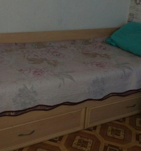 Кровать (полуторка) с матрасом.