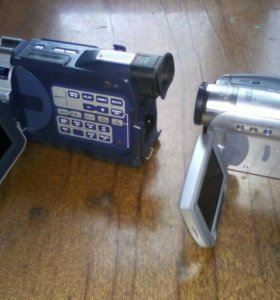 Две видеокамеры sony.