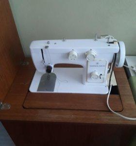 Ножная швейная машина Чайка 142м