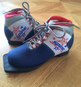 Ботинки для катания на лыжах 33р.