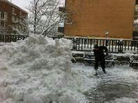 Уборка снега в ручную.