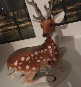 Фарфоровая статуэтка оленя