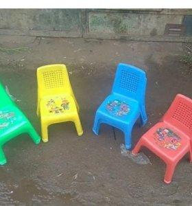 Детские пластиковые стулья