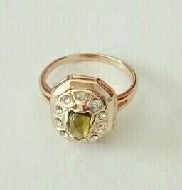 Кольцо серебряное с позолотой вставка хризолит