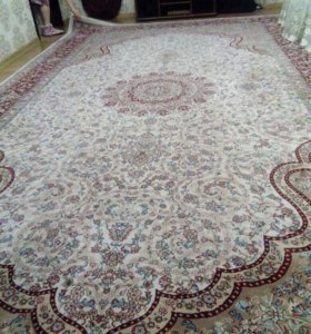 Продаю ковёр покупала за 25 отдам за 15 размер5/3