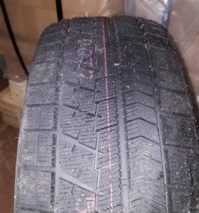 Bridgestone blizzak vrx 215 /55/17