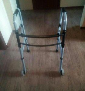 Ходунки для инвалидов на колесиках (новые)