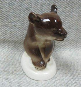 Статуэтка медвежонок фарфор ЛФЗ СССР 11 см