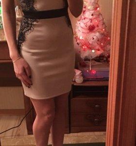 Бежевое платье incity