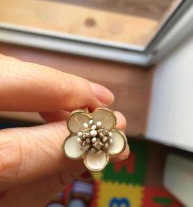 Кольцо золотое, бриллианты, эмаль.
