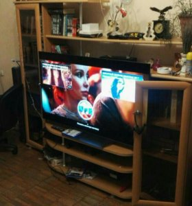 Полка под телевизор (торг уместен)