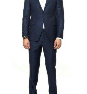 Новый мужской костюм темно-синего цвета