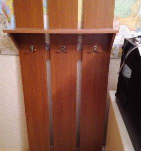Вешалка для одежды и зеркало