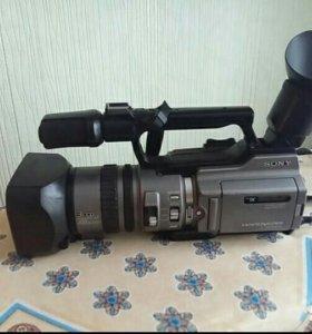 Видеокамерацифровая видеокамера Sony DCR-VX 2100E