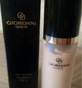 Антивозрастная тональная основа Giordani Gold .