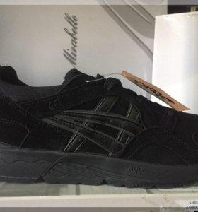 Новые, замшевые Асикс кроссовки