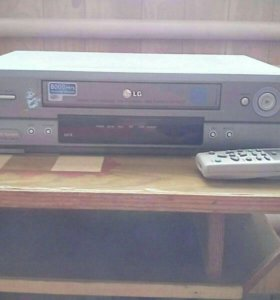 Видеомагнитофон с кассетами