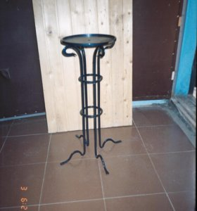 Кованая подставка - столик