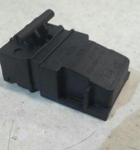 Миикровыключатель для электрочайника.