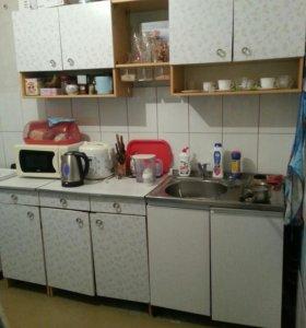 Кухонный гарнитур и стол