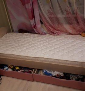Подростковая кровать с матрасом.