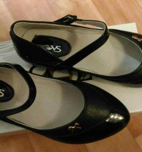 Туфли черные.Размер 33(написано 34,маломерки)Новые
